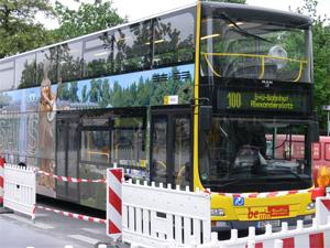 Bus der Linie 100 (Bild: Der Weg)