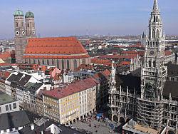 Rathaus und Frauenkirche (Bild: Der Weg)
