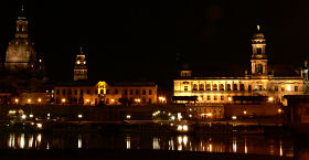 Altstadt von Dresden bei Nacht (Bild: Der Weg)