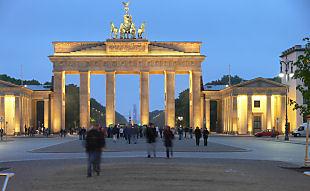 Brandenburger Tor bei Nacht (Bild: Der Weg)
