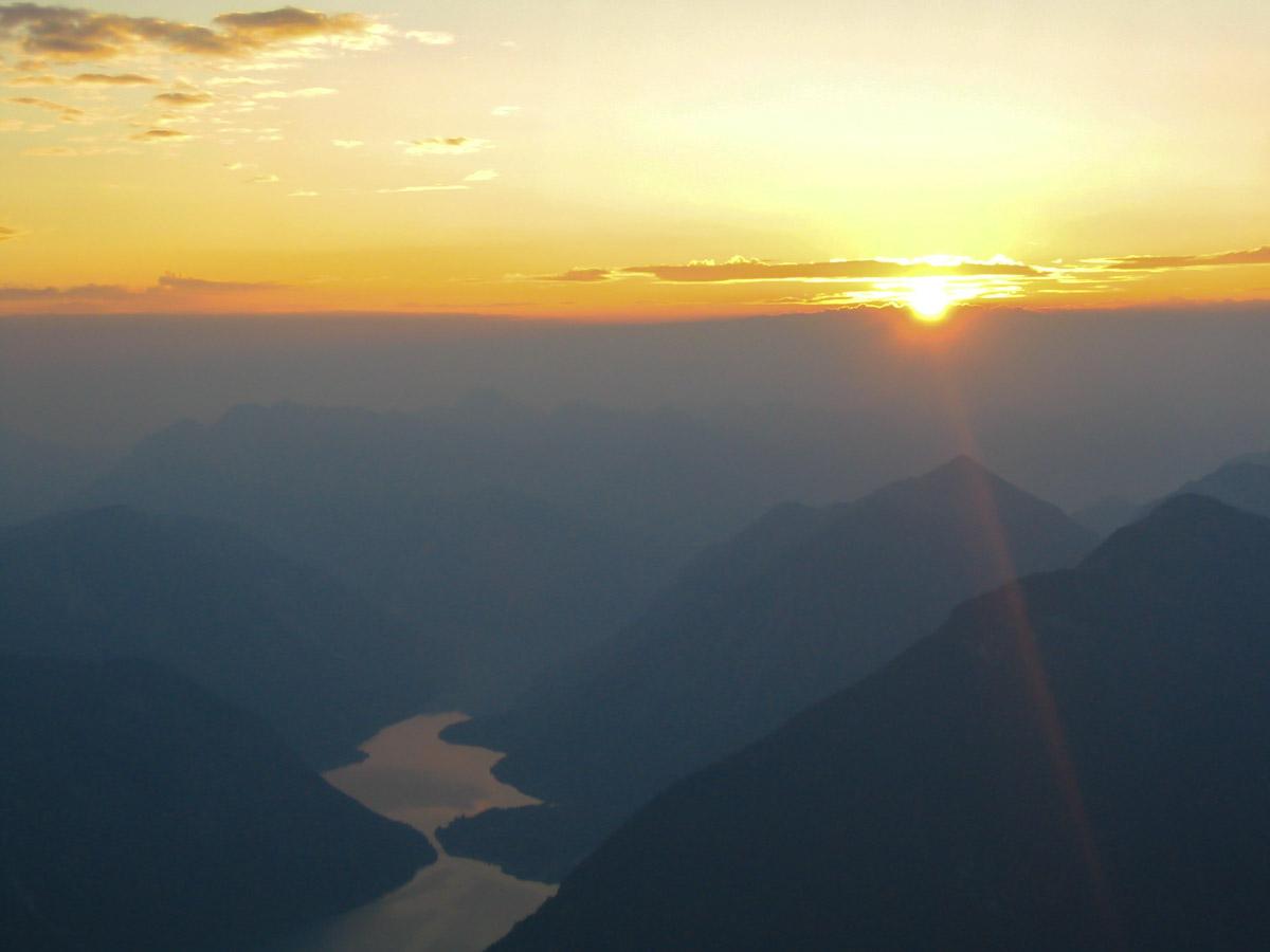 Sonnenaufgang in den Alpen (Bild: Der Weg)