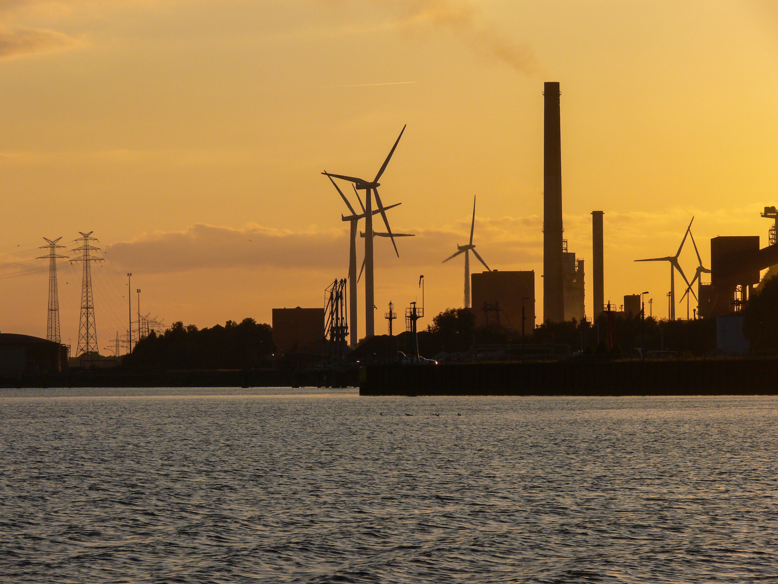 Industrie an der Weser (Bild: Der Weg)