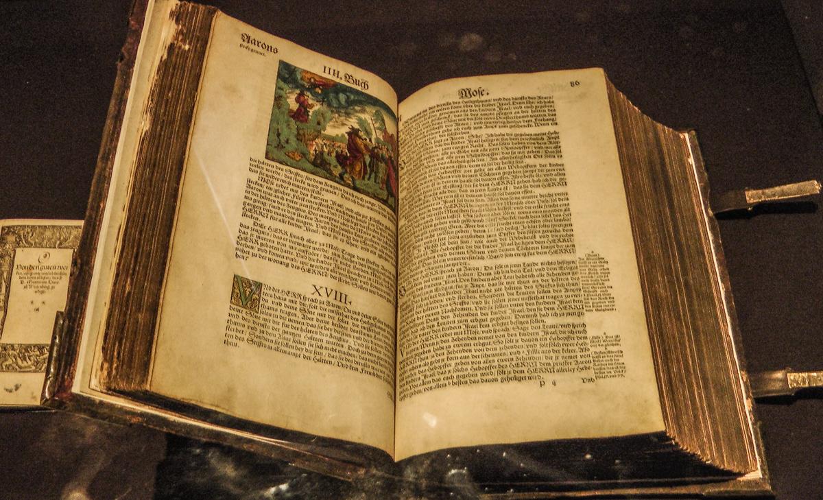 Alte Bibel (Bild: Der Weg)