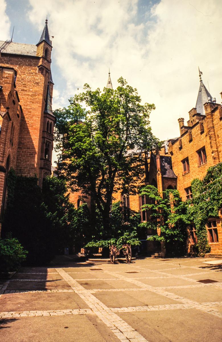 Burg Hohenzollern Innenhof (Bild: Der Weg)