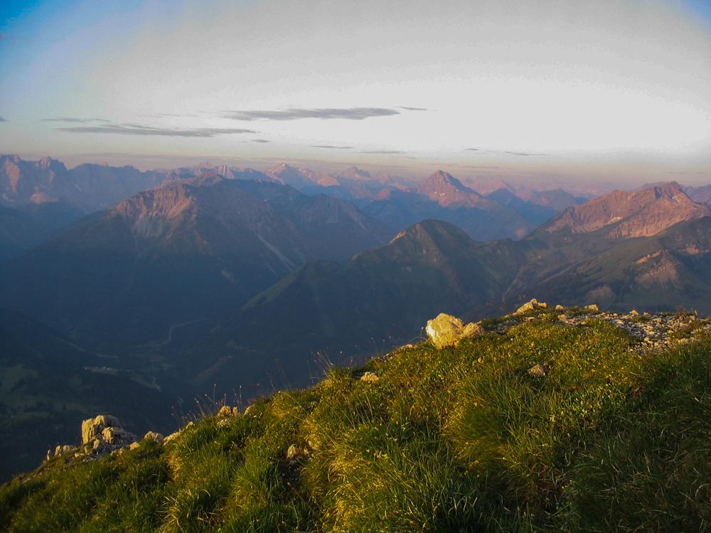 Blick vom Thaneller auf die Lechtaler Alpen in Tirol (Bild: Der Weg)