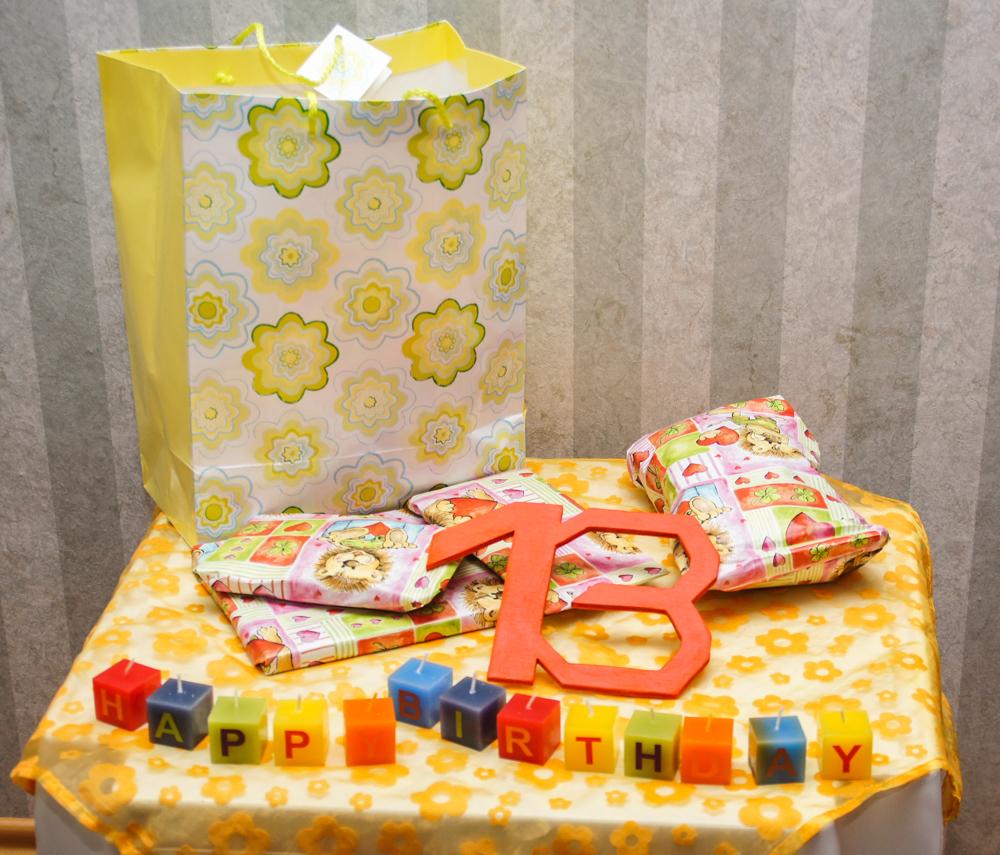 Geburtstagsgeschenke (Bild: Der Weg)